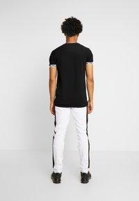 Supply & Demand - SLAB - Teplákové kalhoty - black/white - 2