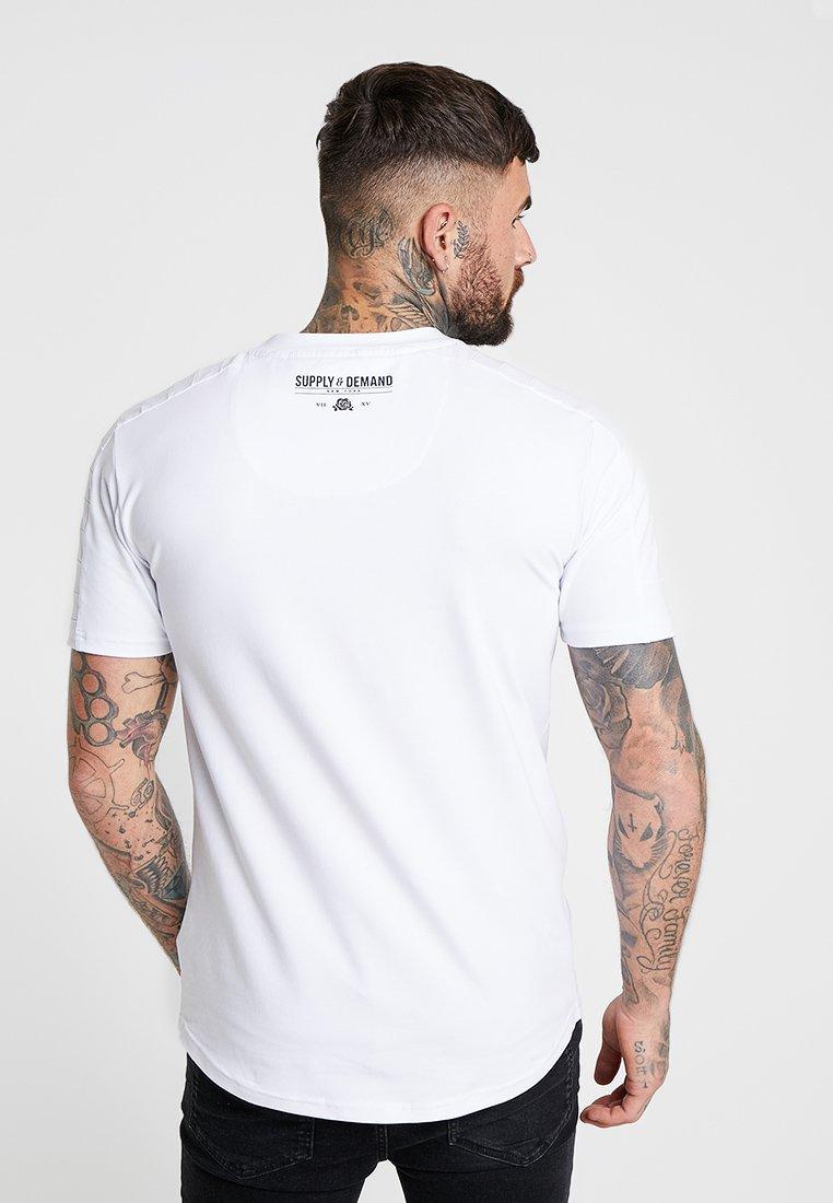 White Supplyamp; Demand Rally Imprimé shirt TeaT BQrdoxWECe