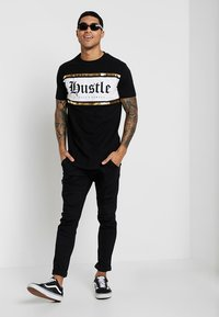 Supply & Demand - JULIIO TEE - T-shirt imprimé - black - 1