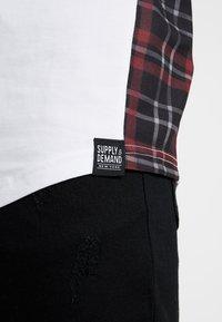 Supply & Demand - PANEL CHECK TEE - Print T-shirt - white - 5