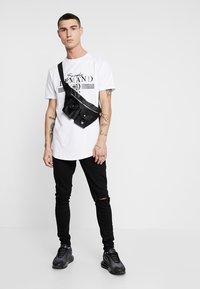 Supply & Demand - PANEL CHECK TEE - Print T-shirt - white - 1