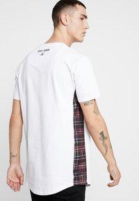 Supply & Demand - PANEL CHECK TEE - Print T-shirt - white - 2
