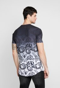 Supply & Demand - DÉCOR - Print T-shirt - black/white fade - 2