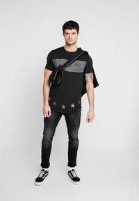 Supply & Demand - POISON  - Camiseta estampada - black - 1