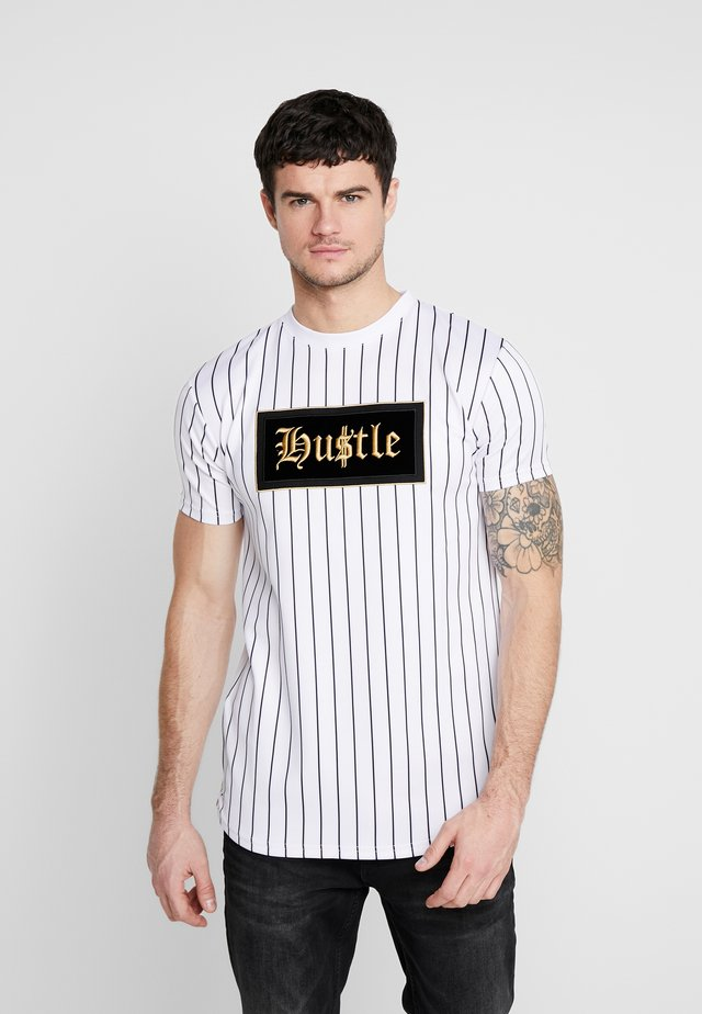 QUEST - T-shirt con stampa - white