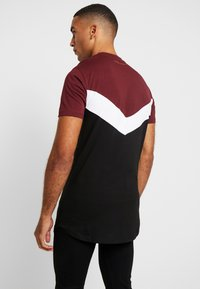 Supply & Demand - BRIGHT  - Triko s potiskem - burgundy/white/black - 2