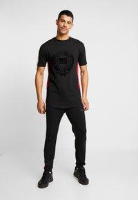 Supply & Demand - OCTAVE - Jednoduché triko - black - 1
