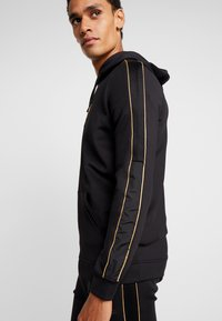 Supply & Demand - SHINE HOOD - Jersey con capucha - black - 4