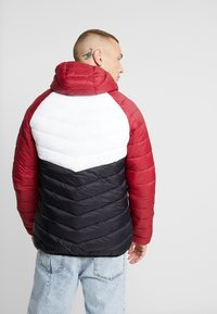 Supply & Demand - EXPLORE COLOUR BLOCK PADDED JACKET - Overgangsjakker - red/white/black - 2