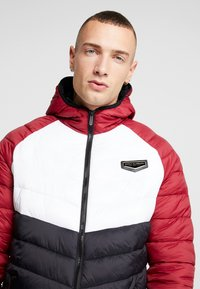 Supply & Demand - EXPLORE COLOUR BLOCK PADDED JACKET - Overgangsjakker - red/white/black - 4