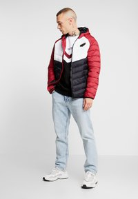 Supply & Demand - EXPLORE COLOUR BLOCK PADDED JACKET - Overgangsjakker - red/white/black - 1