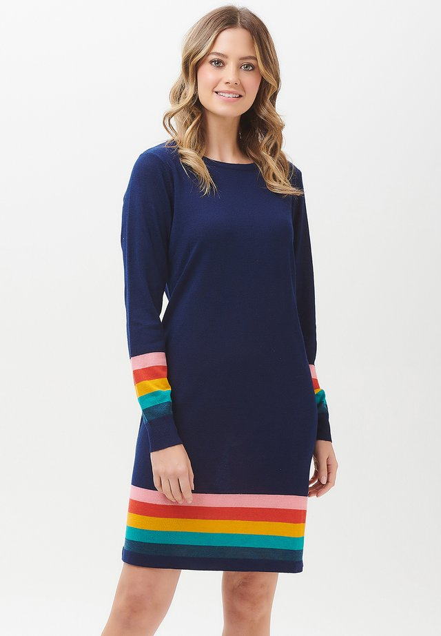 EVIE SUMMER STRIPE KNIT DRESS - Sukienka dzianinowa - navy