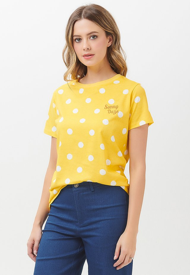 MAGGIE SUNSHINE POLKA - Print T-shirt - yellow