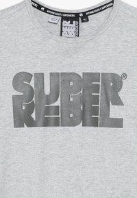 SuperRebel - BOYS - T-shirt med print - grey melee - 4