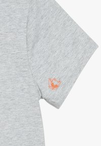 SuperRebel - BOYS - T-shirt med print - grey melee - 2