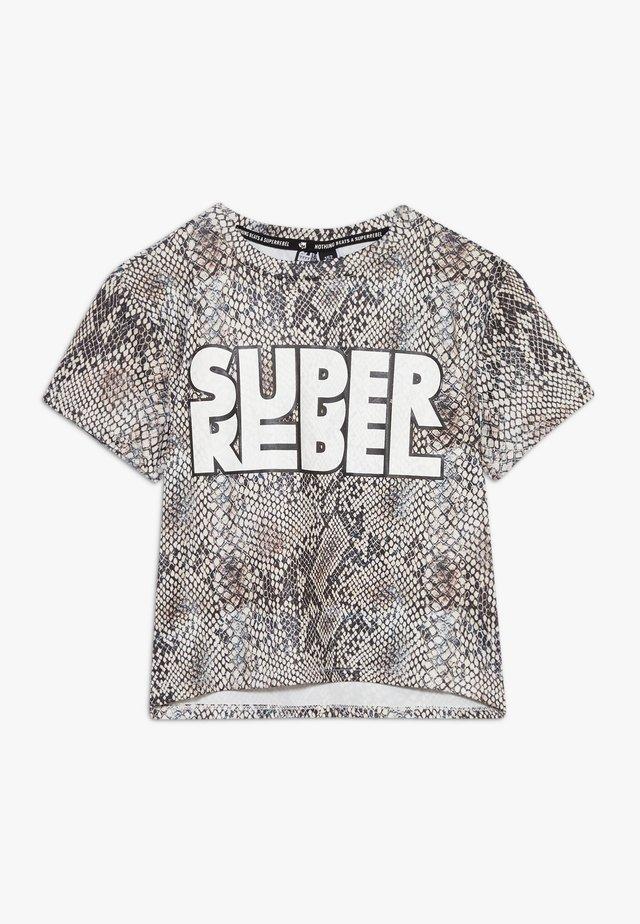GIRLS ACTIVE - T-shirt med print - natural snake