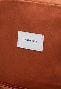Sandqvist - KIM GROUND - Ryggsekk - rust - 6