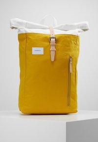 Sandqvist - DANTE - Ryggsekk - multi yellow / off white - 0