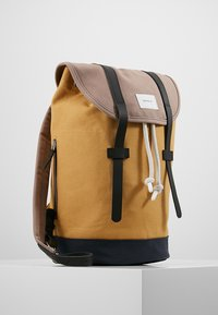 Sandqvist - STIG - Batoh - multi earth brown/honey yellow/navy - 3