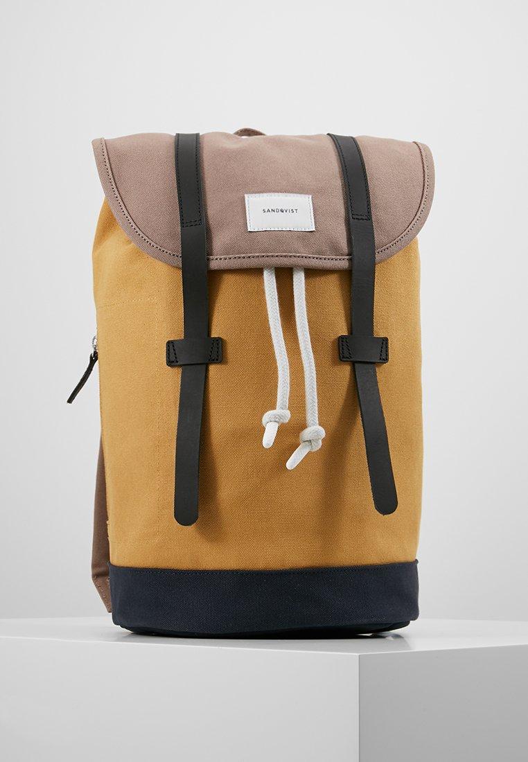 Sandqvist - STIG - Plecak - multi earth brown/honey yellow/navy