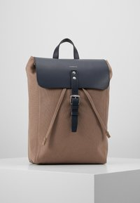 Sandqvist - ALVA  - Reppu - earth brown/navy - 0