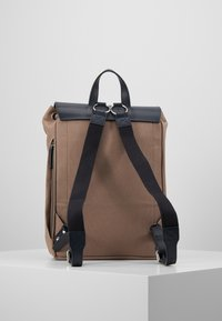 Sandqvist - ALVA  - Reppu - earth brown/navy - 2