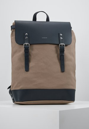 HEGE - Reppu - earth brown/navy