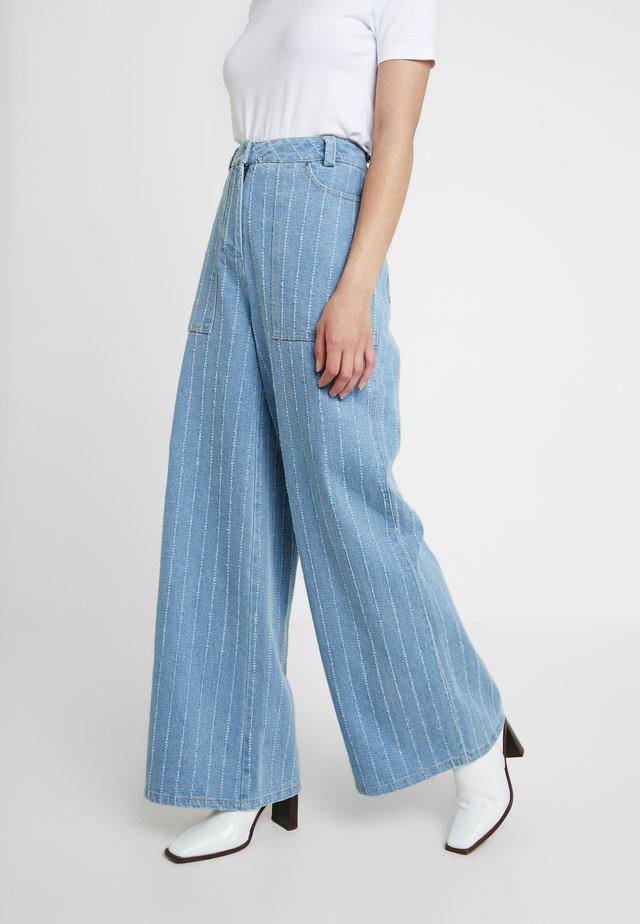 ASKA - Flared Jeans - denim blue