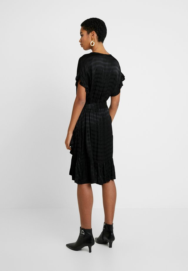 LOTTA - Denní šaty - black