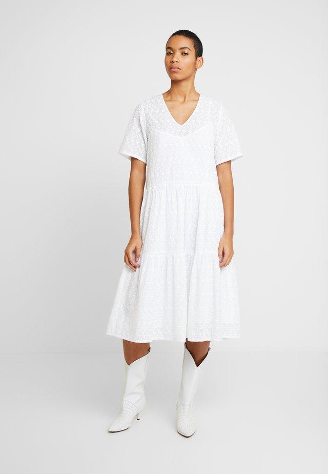 MANNY - Korte jurk - white