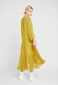Stella Nova - MILO 2-IN-1 - Denní šaty - yellow/black - 2