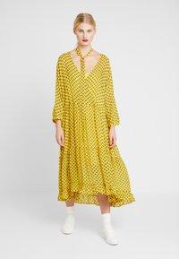 Stella Nova - MILO 2-IN-1 - Denní šaty - yellow/black - 0