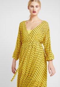 Stella Nova - MILO 2-IN-1 - Denní šaty - yellow/black - 5