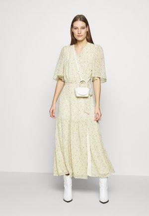 TYRA - Maxi šaty - yellow flower field