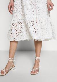 Stella Nova - PEN - Denní šaty - white - 5