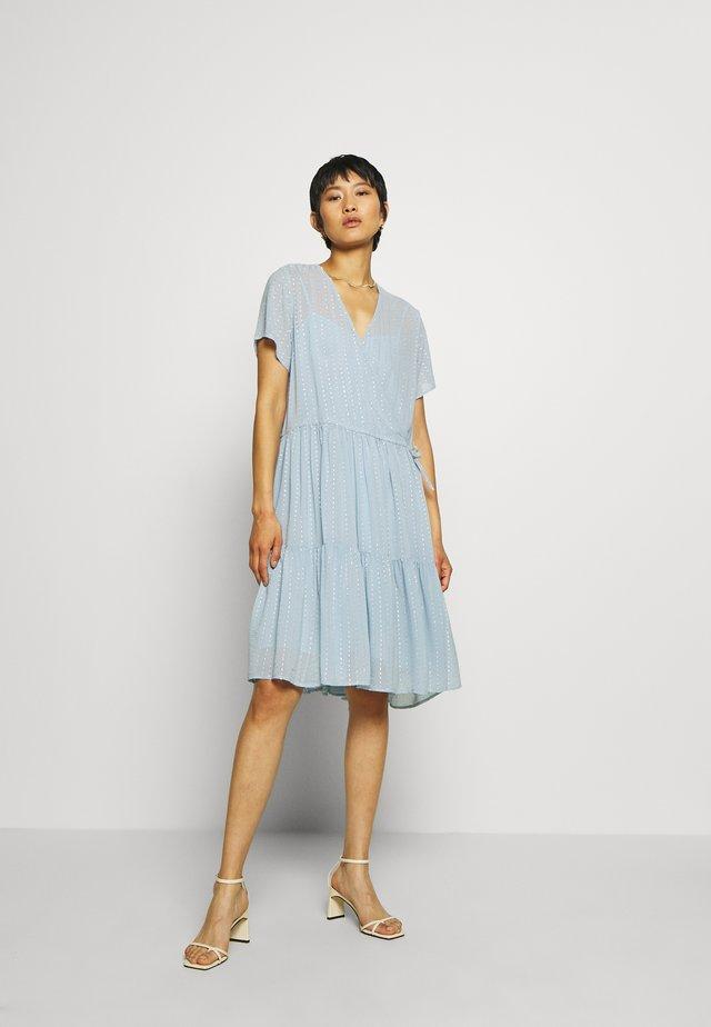 LING - Korte jurk - dusty silver blue