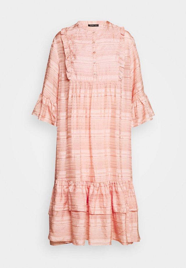 KIMI - Korte jurk - peach beige