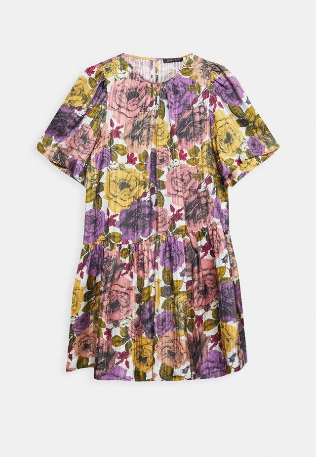 KALLA - Korte jurk - summer pink
