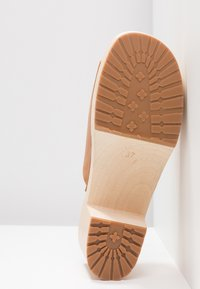 Swedish hasbeens - ANN - Clogs - nature - 6