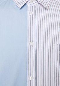 Sweet SKTBS - UNISEX SWEET HOLIDAY SHIRT - Skjorter - light blue/ light pink - 2