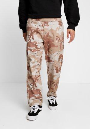 LOOSE SURFER - Pantalones - brown