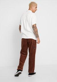 Sweet SKTBS - SWEET 80'S - Trousers - brown - 2