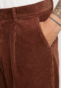 Sweet SKTBS - SWEET 80'S - Trousers - brown - 4
