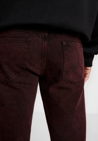 Sweet SKTBS - LOOSE - Jeans relaxed fit - stone red - 3