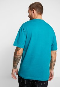 Sweet SKTBS - 90S LOOSE - Print T-shirt - panic/petrol - 2