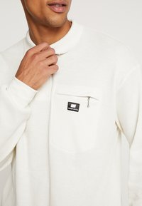Sweet SKTBS - SWEET 80S LOOSE COLLAR - Polo shirt - off white - 4