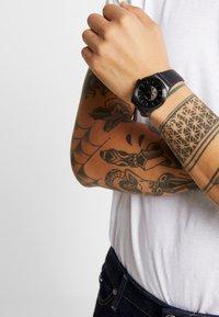 Swatch - SISTEM PILOTE - Montre - black - 1