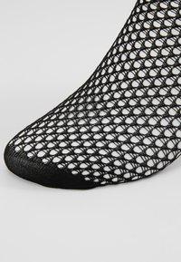 Swedish Stockings - VERA NET SOCK - Ponožky - black - 2