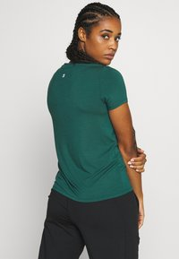 Sweaty Betty - EUPHORIA  - T-shirt basic - june bug green - 2