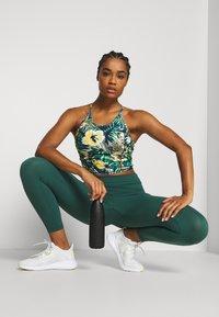 Sweaty Betty - POWER SCULPT 7/8 WORKOUT LEGGINGS - Tights - june bug green - 1